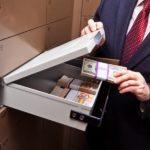 Процедура передачи денег при покупке квартиры: варианты и их особенности