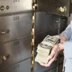 Порядок и особенности передачи денег через банковскую ячейку при продаже квартиры