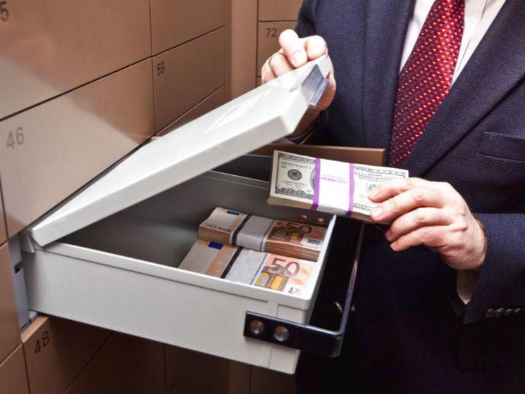 Деньги в банковской ячейке